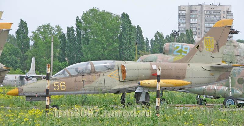 Чешский учебно-тренировочный Л-39 на стоянке Школьного аэродрома Одессы