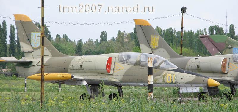 Л-39 на стоянке Одесского Школьного аэродрома