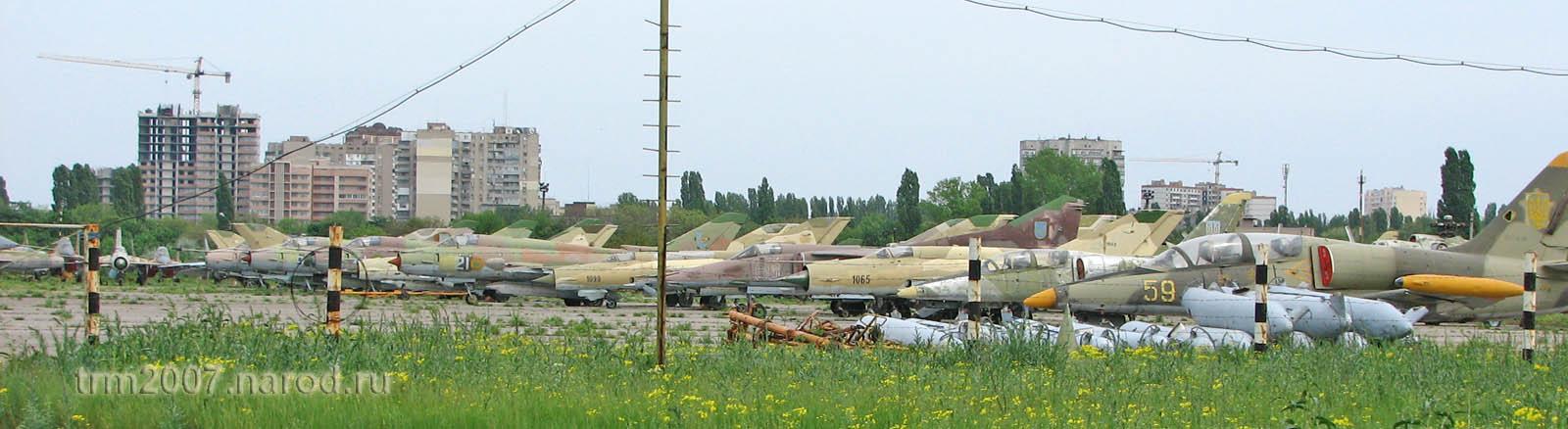 МИГ-21, Л-39 и МИГ-25 на стоянке Одесского Школьного аэродрома