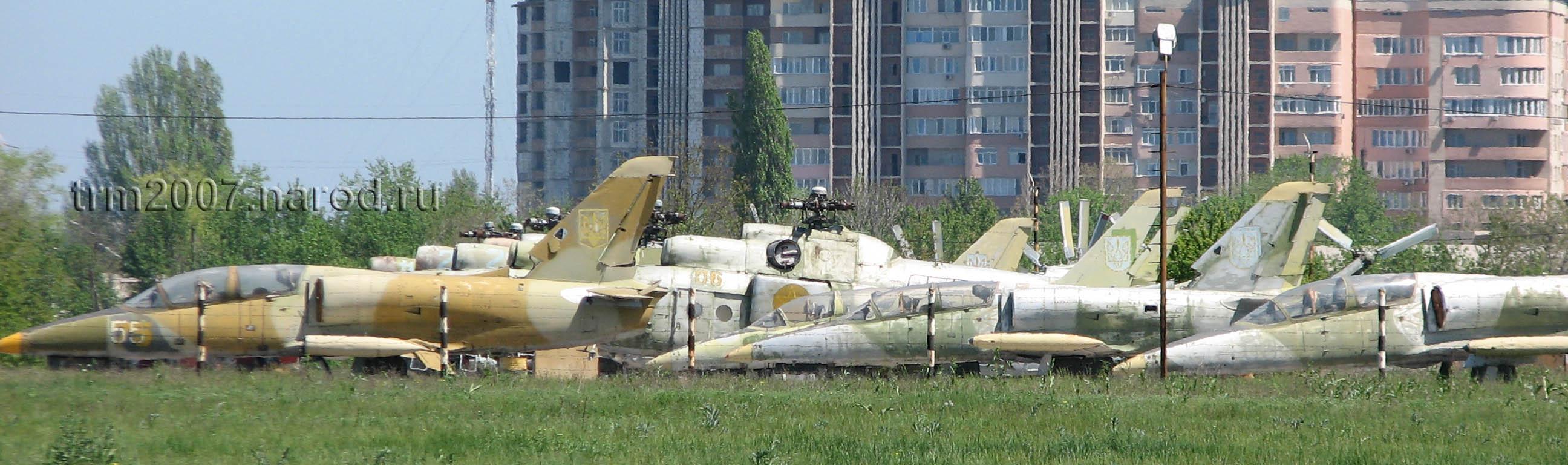 Л-39 на фоне МИ-8