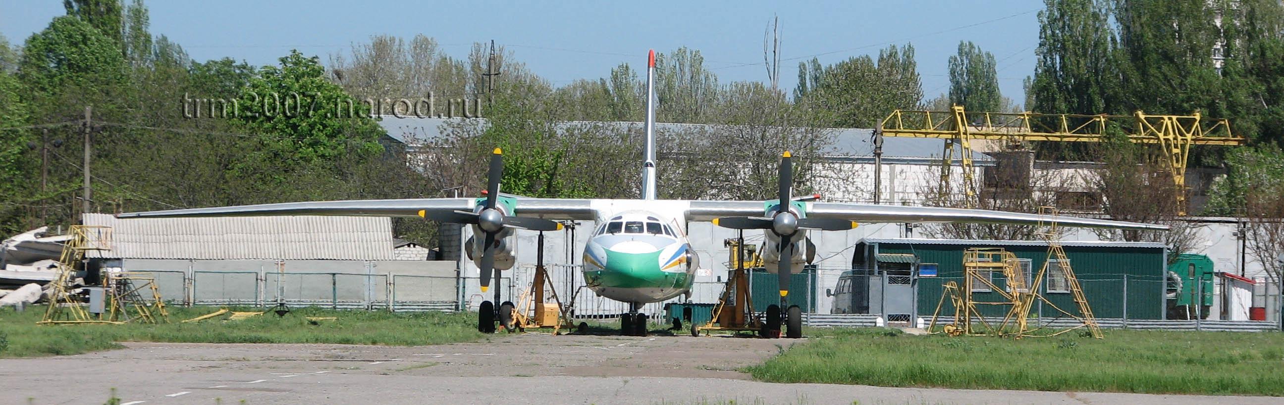 АН-24 проходит техобслуживание