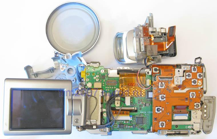 Canon PowerShot S2 IS со снятыми крышками. Вид сзади.