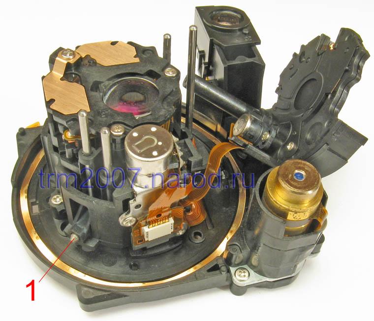 Внутренняя часть объектива Canon PowerShot S2 IS со снятым узлом диафрагмы и затвора